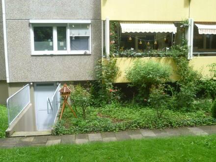 Freiburg im Breisgau - Gepflegte 3-Zimmer-Hochparterre-Wohnung mit Balkon und Einbauküche in Freiburg im Breisgau