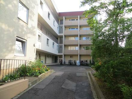 Würzburg - Gepflegtes 1-Zimmer-Apartment mit Balkon und EBK in WÜ-Lengfeld