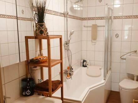Sulzfeld - Vollständig renovierte 4-Zimmer-Wohnung mit Balkon und Einbauküche in Sulzfeld