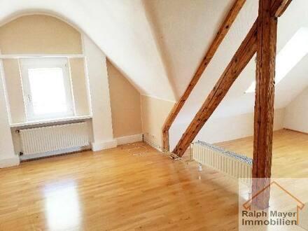 Idar-Oberstein - Nähe Stadtverwaltung: Tolles DG-Apartment mit Stellplatz. Freundliche 2-3-Zimmer DG-Wohnung mit ca. 90 m²…