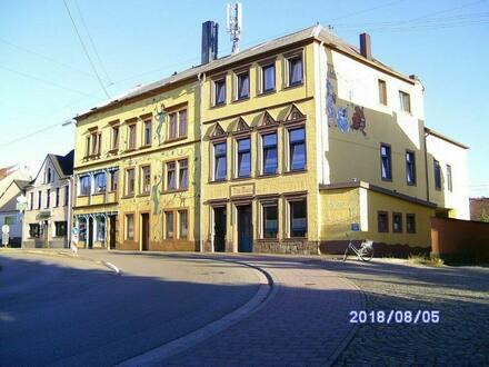 Schmelz - Wohn- und Geschäftshaus in Schmelz Zentrum künstlerisch gestaltet