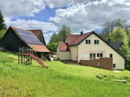 Eschach - Großzügiges Haus am Waldrand mit Scheune, Solar, für Pferdehaltung geeignet
