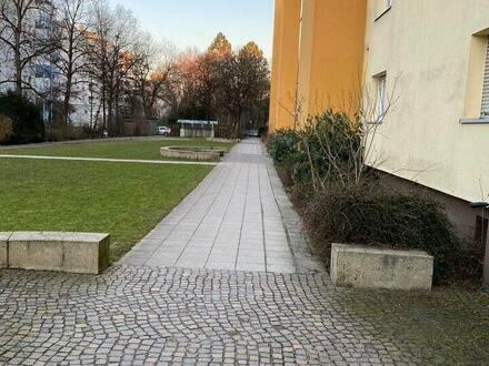 Moosach - Sehr gepflegte 3-Zimmer-ETW 79,48qm mit Balkon direkt am OEZ