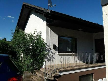 Gau-Bickelheim - Großes Familienhaus mit Halle in Gau-Bickelheim