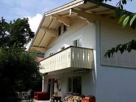 Siegsdorf - Variables Zweifamilienhaus am Bachlauf gelegen mit schönem Garten