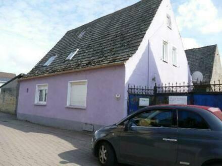 Ilbesheim - Einfamilienhaus mit Scheune und Innenhof