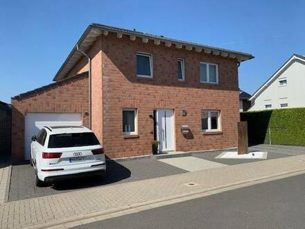 Erkelenz - Neuwertige Stadtvilla mit fünf Zimmern und luxuriöser Ausstattung in Erkelenz, Erkelenz
