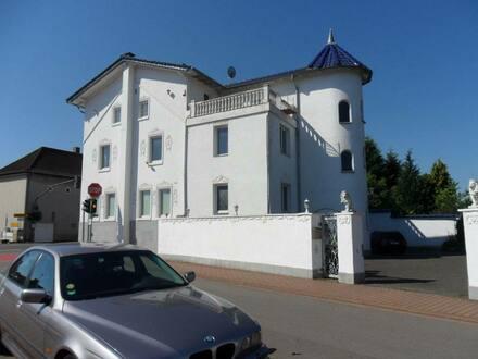 Kirkel - Schönes, geräumiges Haus auf 3 Etagen mit 15 - Zimmern in Saarpfalz-Kreis, Kirkel