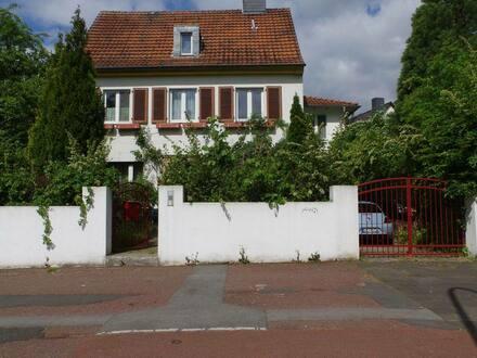 Bochum - Schönes Haus mit acht Zimmern in Bochum, Südinnenstadt