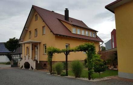 Friesenheim - Besonderes EFH in Friesenheim m. Werkst. u. freier Baugrundfläche