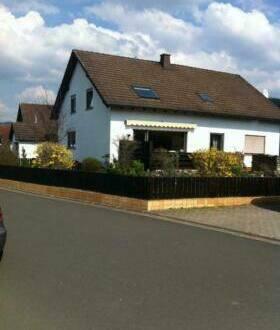 Marktrodach - Zweifamilienhaus mit Garage in ruhiger Lage für Groß-oder Kleinfa