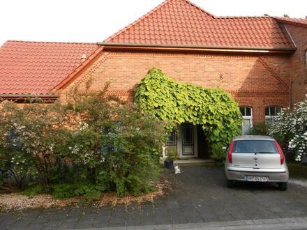 Hannover (Kreis) - Rosenumranktes, historisches Haus plus Ladenlokal und großem Ausbaupotenzial