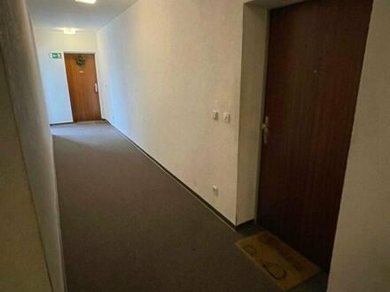 Steinbach - Steinbach Taunus: 4 ZKB Wohnung mit zwei Balkonen und Gäste WC