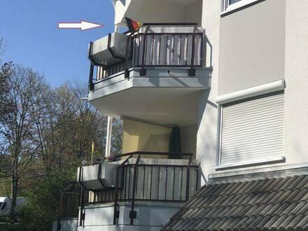 Kreuztal - Gepflegte Wohnung mit drei Zimmern sowie Balkon und Einbauküche in Kreuztal