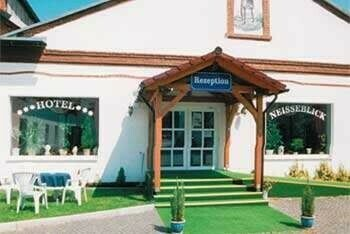 Ostritz - Hotel-Areal mit Messehallen, Schlosserei und mehr