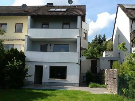 Hallstadt - Schönes, geräumiges 1-3 Familienhaus mit sieben Zimmern in Bamberg (Kreis), Hallstadt
