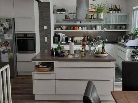 Bad Vilbel - Exklusive, gepflegte 4-Zimmer-Maisonette-Wohnung mit Terrasse, Garten und Einbauküche in Bad Vilbel