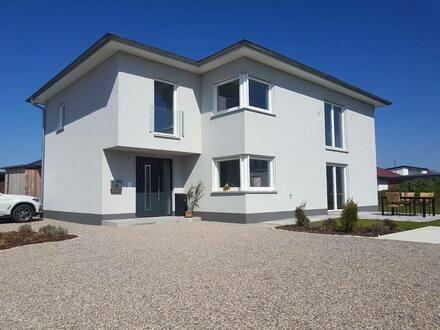 Uffenheim - Modernes, lichtdurchflutetes Zweifamilienhaus in Uffenheim, von privat!