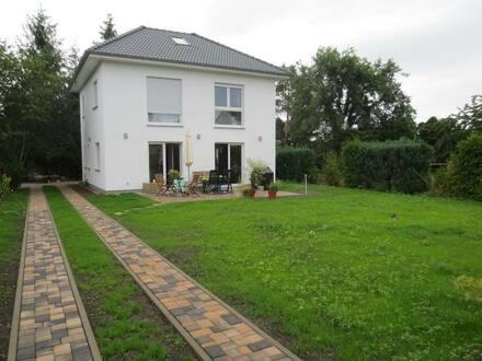 Berlin - Neubau einer freistehenden Stadtvilla (2021) mit Top-Ausstattung in zentraler Lage in Heinersdorf