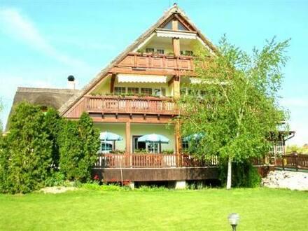Slovakia - Sehr schönes Hotel mit Reet-Dach in der Nähe von Budapest