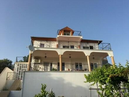 Dobra Voda - Idyllisches Zweifamilienhaus mit Meerblick