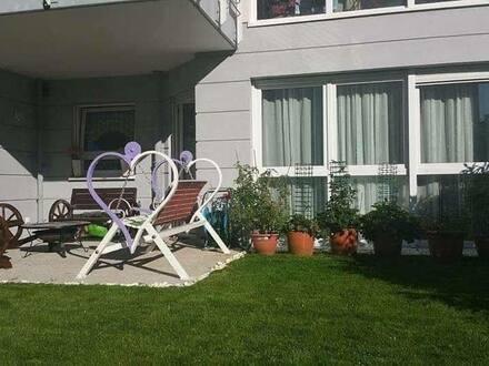 Frankfurt am Main - Stilvolle, neuwertige 2-Zimmer-EG-Wohnung mit Garten und Einbauküche in Frankfurt am Main