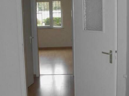 Köln-Rath - Zweizimmerwohnung für beruftätige Einzelperson