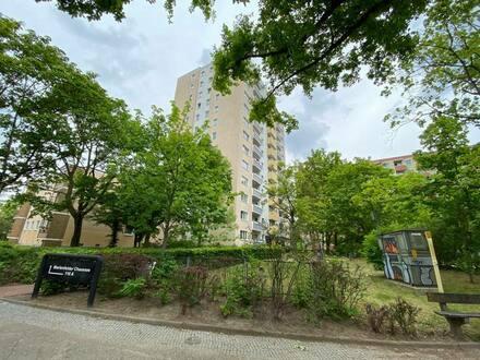 Berlin - Gepflegte 2,5-Raum-Wohnung mit Balkon und Einbauküche in Berlin-Buckow (Neukölln)