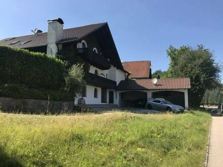 Wörth - Haus im Oberbayerischen stiel mit Balkonen und Rundbogenfenster