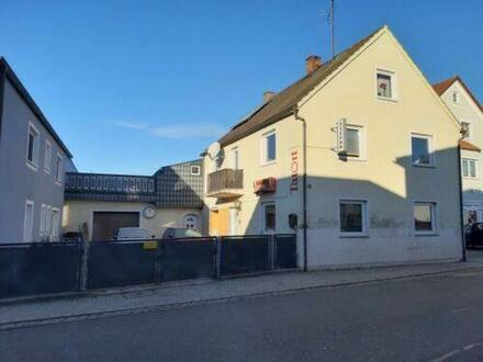 Langquaid - Haus 2-Familienhaus + Einliegerwohnung - Zentrale Lage