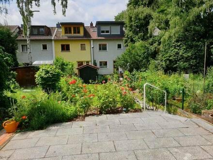 Frankfurt am Main - Grundsaniertes lichtdurchflutetes Haus in ruhiger parkartiger Wohngegend in Eschersheim
