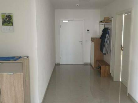 Geisenfeld OT Zell - Neuwertige 3-Raum-Wohnung (KFW55) mit Balkon und Einbauküche in Geisenfeld OT Zell