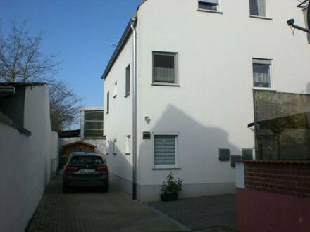 Bürstadt - Neuwertige 3-Zimmer-Wohnung mit Balkon und Garten in Bürstadt