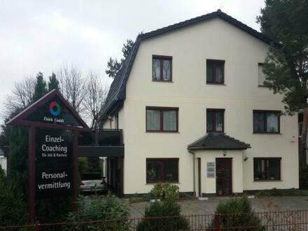 Oranienburg - Büroräume mit drei Parkplätzen und Werbeschild - Provisionsfrei