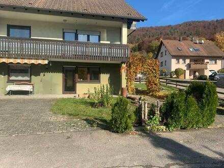 Burladingen - Schöne 4 Zimmer Erdgeschoss Wohnung mit Garage und Carport