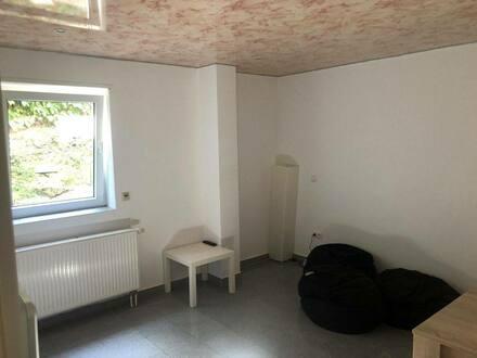 Waldsee - BüroModernisierte 2-Raum-Wohnung mit Einbauküche in Waldsee