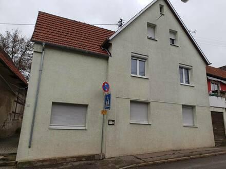 Leutenbach - Saniertes Mehrfamilienhaus mit 3 Wohneinheiten und einer Scheune in zentrale Lage von Leutenbach.