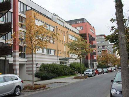 Frankfurt am Main - neuwertige 4 Zi. Wohnung mit 16 qm Süd-Balkon zum Rebstockpark
