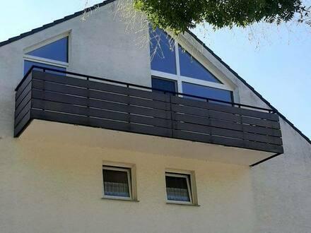 Ditzingen - Ruhige, gepflegte 3-Zimmer-DG-Wohnung mit Balkon in Ditzingen