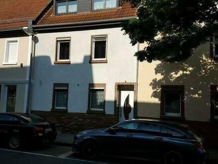 Mainz - Haus mit fünf Zimmern in Mainz, Hechtsheim