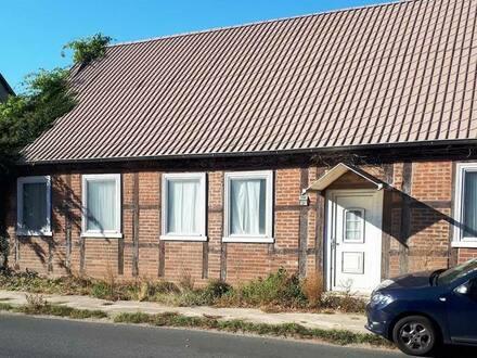 Karstädt - Haus mit Brandschaden-3000 m² Geundstück m. großer Scheune