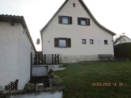 Teublitz - Ansprechende renovierbedürftige Doppelhaushälfte Eckgrundstückmit fünf Zimmern in Teublitz, Teublitz