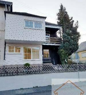 Idar-Oberstein - NEU...Tiefenstein: Freundliche, helle Doppelhaushälfte zu vermieten. Renoviert, Balkon mit Panoramablick,…