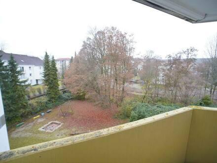 Müllheim - Bezugsfreie 4 Zimmer-Wohnung (Bj. 1979) in ruhiger und zentraler Lage in Müllheim