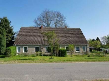 Müritz - Röbel - Doppelhaus teilsaniert mit großem Garten und NebengebäudeGarage