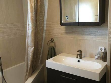 Ainring - Geschmackvolle 5-Raum-Maisonette-Wohnung mit Balkon und Einbauküche in Ainring