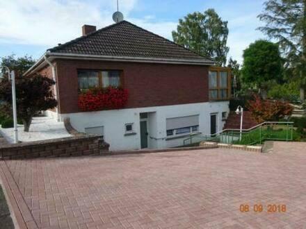Neunkirchen - Schöner Bungalow mit zwei ELW von privat zu verkaufen