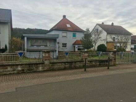 Queidersbach - Freistehendes Haus mit Doppelgarage und großem Grundstück
