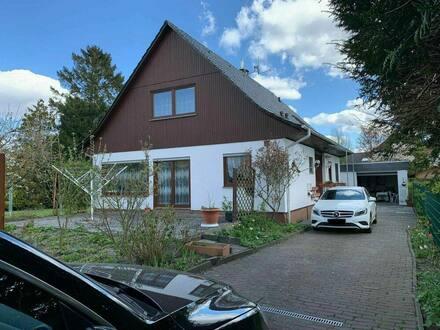 Wulsdorf - Großes Einfamilienwohnhaus mit Vollkeller und Garage zu Verkaufen