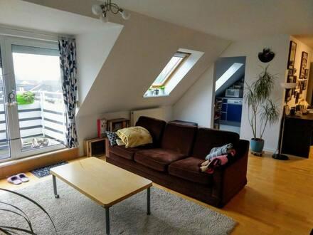 Bremen-Woltmershausen - Exklusive, gepflegte 2,5-Zimmer-Dachgeschosswohnung mit Balkon und EBK in Bremen-Woltmershausen